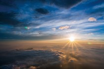 夜明け前が一番暗い 朝日を浴びるには東に向いていよう